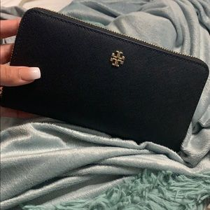 Tory Burch Continental Passport Zip Wallet